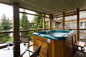 Two-Bedroom Apartment with Hot Tub