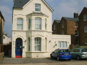 Queens Lodge Guest House in Worthing, West Sussex, England