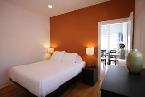 Executive One-Bedroom Suite with Beachfront Ocean View - 1 Queen Bed and 1 Sofa Bed