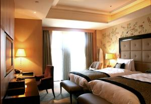 Luxury Twin Room Club Sofitel with Executive Lounge access