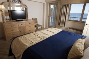 King Room with Sofa Bed - Lake View