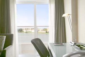 Special Offer - Queen Room with Ocean View