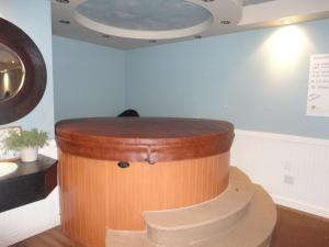 Queen Room with Whirlpool Bath