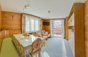 Anemone, Apartments  Saas-Fee - big - 11