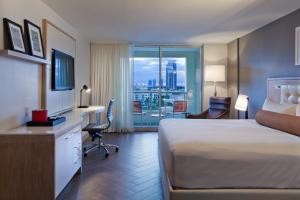 King Room with City View - Concierge Level