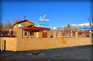 Photo of Mount Whitney Motel