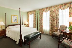Corner Room with Two Queen Beds