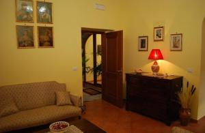 Conte Spencer, Bed and Breakfasts  Casertavecchia - big - 8