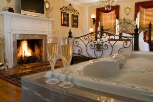 Premium King Suite with Spa Bath and Fireplace
