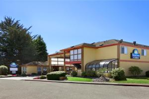 Photo of Days Inn & Suites Arcata