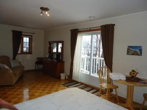 Superior Queen Room with Shared Bathroom
