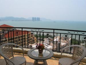 Sanya 100m Sea View Apartment