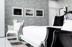 Luxury Double or Twin Room - Black & White