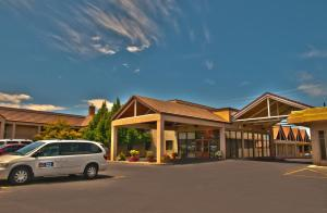 Photo of Best Western Town And Country Inn