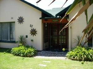 Sunflowers Guesthouse, Penziony  Kempton Park - big - 11