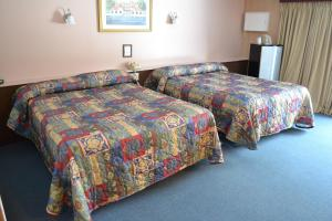 Family Room with Two Queen Size Beds - Non-Smoking