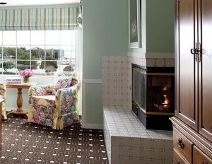 Superior Queen Room with Bay View and  Fireplace