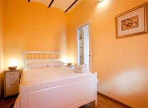 Two-Bedroom Apartment - Calle Piquer 52