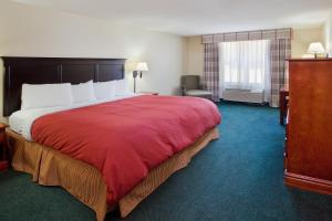 One-Bedroom King Suite with Roll In Shower - Disability Access/Non-Smoking