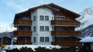 Haus Alpenglück, Apartments  Saas-Fee - big - 11