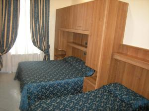Bed in 5-Bed Mixed Dormitory Room with En Suite Bathroom