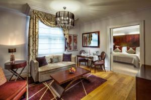 Grand Deluxe Double or Twin Suite