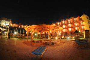 Photo of Sinaway Lagoon Hotel And Spa