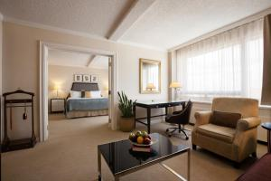 Executive One-Bedroom Suite - Non-Smoking