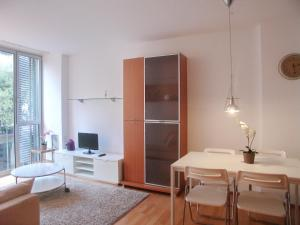 Three-Bedroom Apartment - Còrsega 524