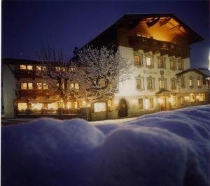 Hotel in Birgitz, Austria - Hotel Alpinhotel Traubenwirt. Click for more information and booking accommodation