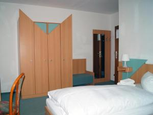 Twin Room in Guest House with Shared Bathroom