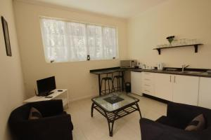 One-Bedroom Apartment (2 Adults) - 4 Faure Street