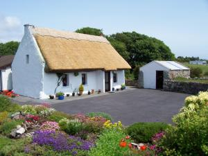 Photo of An Caladh Gearr Thatch Cottage