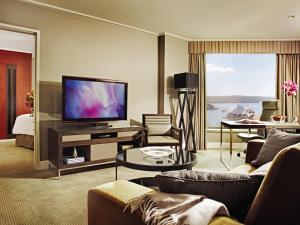 Club Full Harbour Suite with Executive Lounge Access