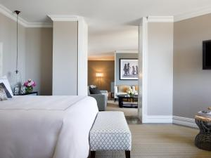 Deluxe Royal Suite with Executive Lounge Access