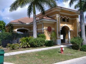 Villa Rosa Townhouses In Riviera Beach