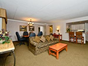 Two-Bedroom Superior King Suite