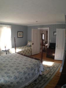 Queen Room with Twin Bed