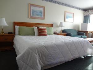 King Room with One King Bed, Harbor View, Main Inn, Private Balcony