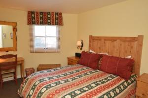 Deluxe Two-Bedroom Apartment - Shadow Mountain