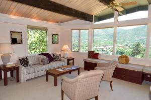Standard Two-Bedroom Apartment - Shadow Mountain