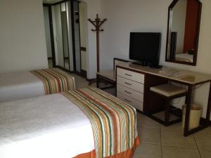 Deluxe Twin Room with Pool and City View