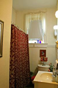 Deluxe King Room with Private Bathroom - Non-Smoking