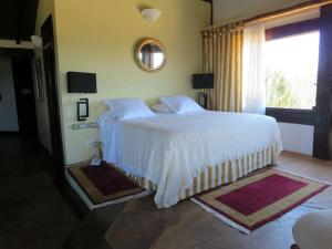 Panoramic Master Suite King Bed with Sea View and Whirlpool