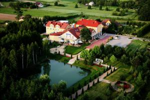 Hotel Chabrowy Dworek Teresin - Pensionhotel - Hotely