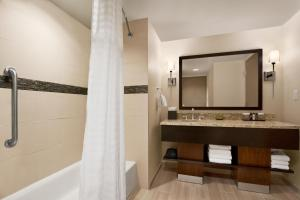 Suite with Two Queen Beds/Hearing Accessible with Tub - Non- Smoking