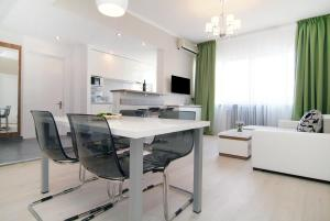 Deluxe 2 Bedrooms Apartment University Square