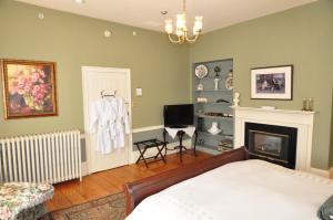Superior King Room - Sir Isaac Brock