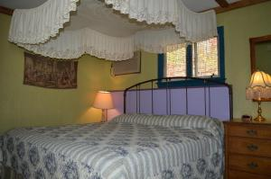 One King Bed Cottage