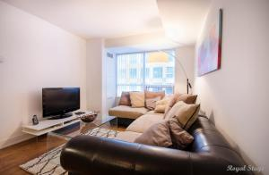 Deluxe One-Bedroom Apartment - 20 Blue Jays Way